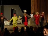 """XVIII-ти комедиен хит на сезона - """"Три котки на  покрива"""" – театрален спектакъл на Драматичен театър """"Никола Вапцаров"""" - Благоевград"""