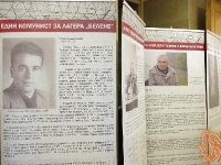 """05.06.2018 - Пътуващата изложба """"Свидетели: Памет за концлагера """"Белене"""" пристигна и в Казанлък"""